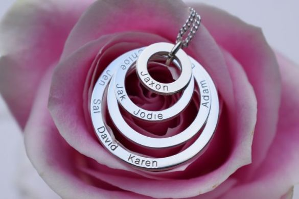 9ct Solid White Gold Four Disc Family Pendant Necklace